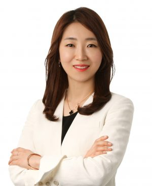 한서희 파트너 변호사는 법무법인 바른의 4차산업혁명대응팀에서 블록체인, 암호화폐, 인공지능(AI) 등을 맡고 있다. 한국블록체인협회 자문위원, 부산 블록체인 규제자유특구 자문위원이다.